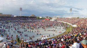 Multitud-que-abarrotó-por-completo-el-Estadio-Olimpico-Felix-Sanchez-el-dia-primero-de-enero-