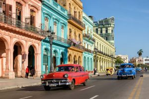 pin-and-travel-viaje-a-cuba-la-habana-almendrones